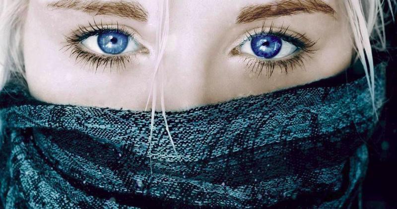 Люди с голубыми глазами лучше видят в темноте.