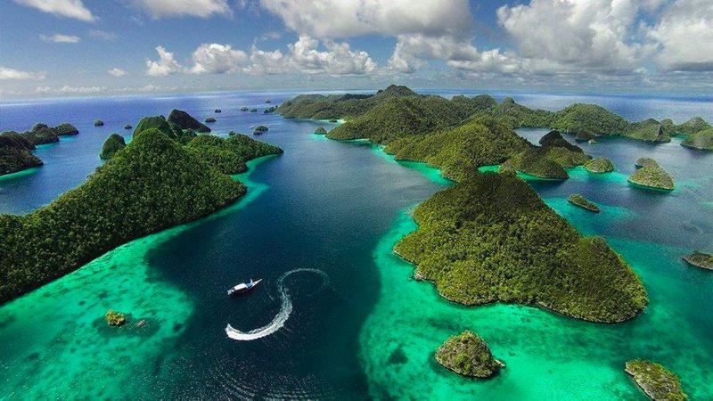 Индонезия расположена на 17 508 островах.